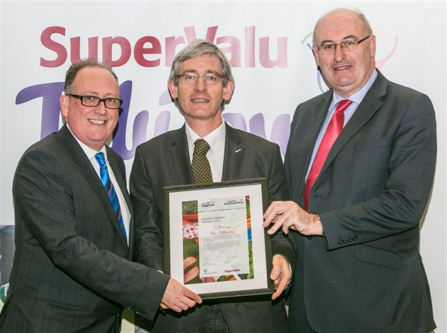 Accepting the County Award on behalf of Keep Kilkenny Beautiful at the SuperValu TidyTowns South East Regional Awards Ceremony on November 4th in Kilkenny Castle, were [L to R] Martin Kelleher, SuperValu Managing Director; Peter Bluett, Keep Kilkenny Beautiful; Phil Hogan T.D. Minister for the Environment, Community & Local Government