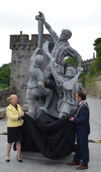 the Sculpture is finally officially unveiled for all to see!